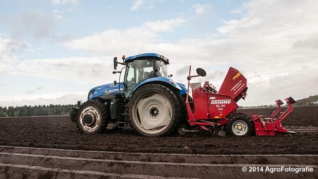 New Holland T7.220 + Grimme GL 34 DFB (Roothans) (9 van 17)