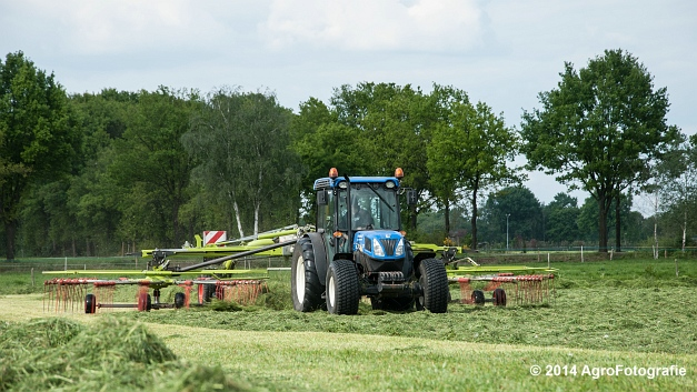 New Holland T4050f + Claas LINER 2900 (Roothans) (6 van 18)