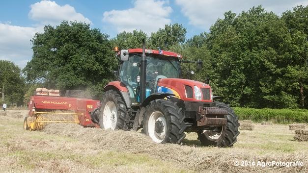 New Holland T6030 + New Holland 570 (Vanbuel) (11 van 14)