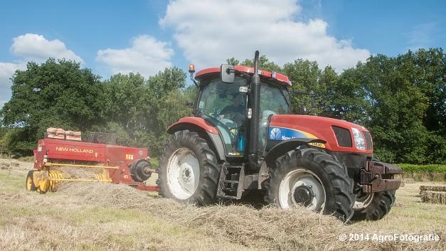 New Holland T6030 + New Holland 570 (Vanbuel) (12 van 14)