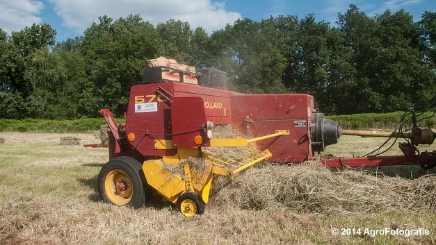 New Holland T6030 + New Holland 570 (Vanbuel) (13 van 14)