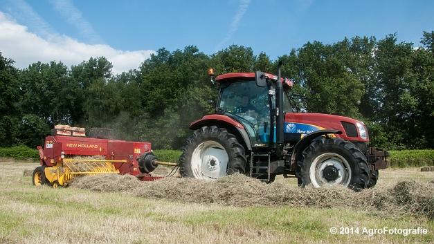 New Holland T6030 + New Holland 570 (Vanbuel) (2 van 14)