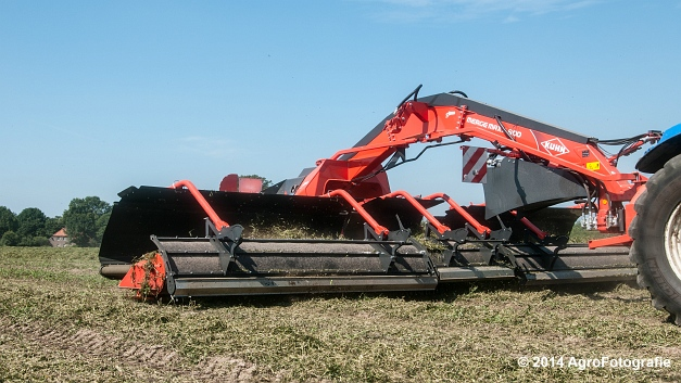 New Holland T7.170 + Kuhn Merge MAXX 900 (Van De Kruys) (10 van 22)
