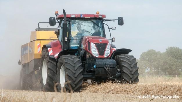 New Holland T7060 + New Holland BB940 (Vanbuel, stro) (1 van 16)