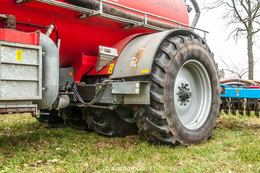 Deutz- Fahr Agrotron M640 + Kaweco Double Twin (Grasland, 19-02-2015) (1)