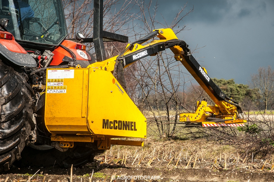 New Holland TM 155 + McConnel PA55ECO (2)
