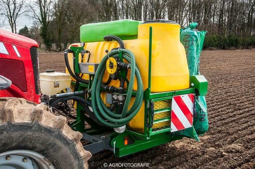 Massey Ferguson 7480 + SAMCO (Maïs onder folie, 21-03-2015, VDD Agri) (16)