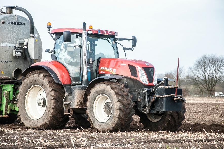 New Holland T7.270 + Joskin EUROLINER 24000 (bouwland, 28-03-2015) (12 van 77)