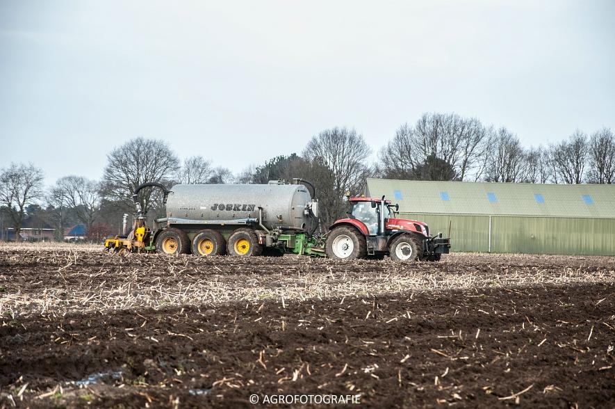 New Holland T7.270 + Joskin EUROLINER 24000 (bouwland, 28-03-2015) (31 van 77)