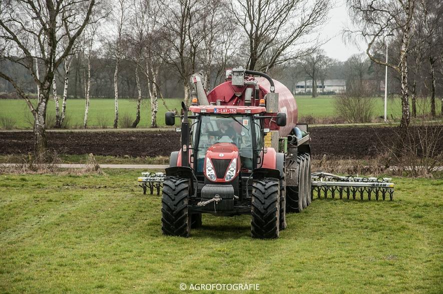 New Holland T7060 + Joskin CARGO 22500 (grasland, 28-03-2015) (17)