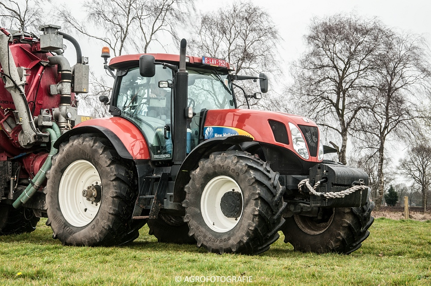New Holland T7060 + Joskin CARGO 22500 (grasland, 28-03-2015) (3)