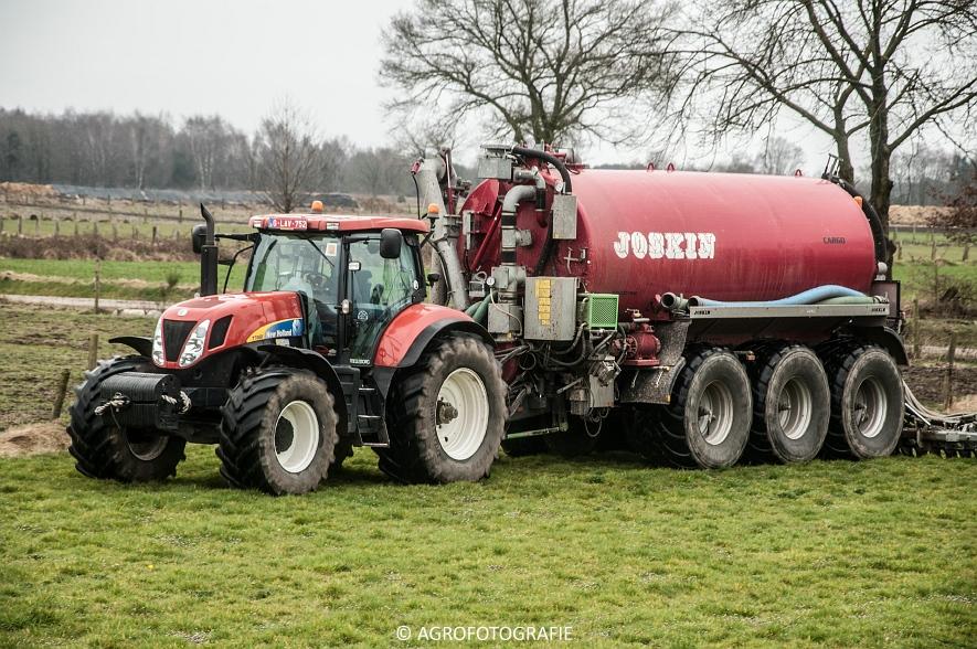 New Holland T7060 + Joskin CARGO 22500 (grasland, 28-03-2015) (35)