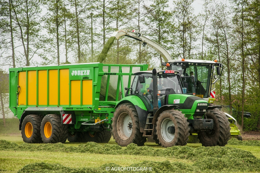 Claas Jaguar 960 (gras, Winters, 02-05-2015) (36)