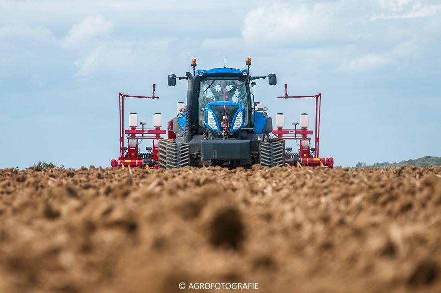 New Holland T8.390 + Grimme GF800 en GL860 & New Holland T8050 + Amazone Centaur 6001 (Koolen, 09-05-2015) (10)