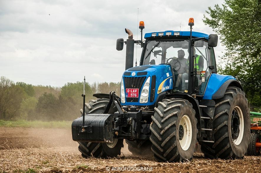 New Holland T8.390 + Grimme GF800 en GL860 & New Holland T8050 + Amazone Centaur 6001 (Koolen, 09-05-2015) (100)