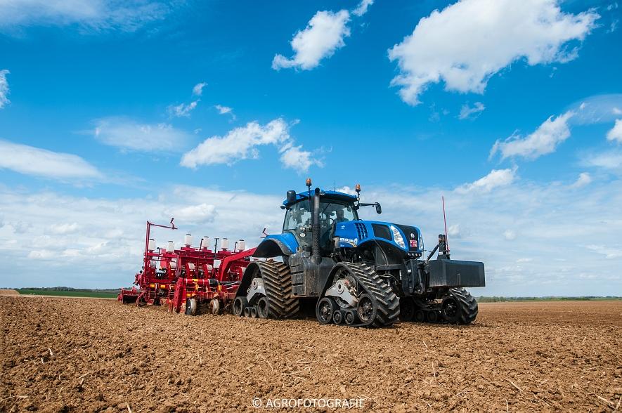 New Holland T8.390 + Grimme GF800 en GL860 & New Holland T8050 + Amazone Centaur 6001 (Koolen, 09-05-2015) (17)