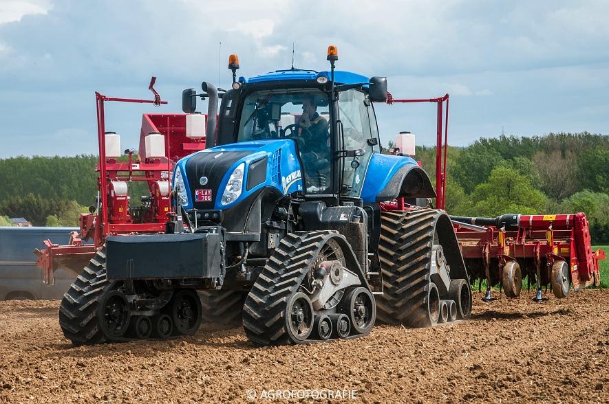 New Holland T8.390 + Grimme GF800 en GL860 & New Holland T8050 + Amazone Centaur 6001 (Koolen, 09-05-2015) (27)