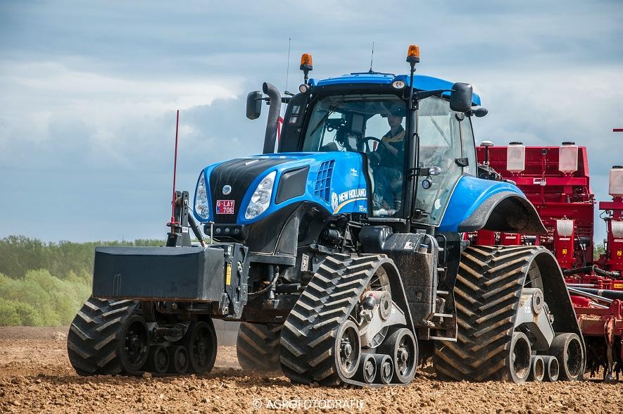 New Holland T8.390 + Grimme GF800 en GL860 & New Holland T8050 + Amazone Centaur 6001 (Koolen, 09-05-2015) (28)