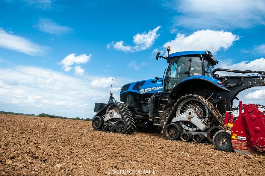 New Holland T8.390 + Grimme GF800 en GL860 & New Holland T8050 + Amazone Centaur 6001 (Koolen, 09-05-2015) (36)