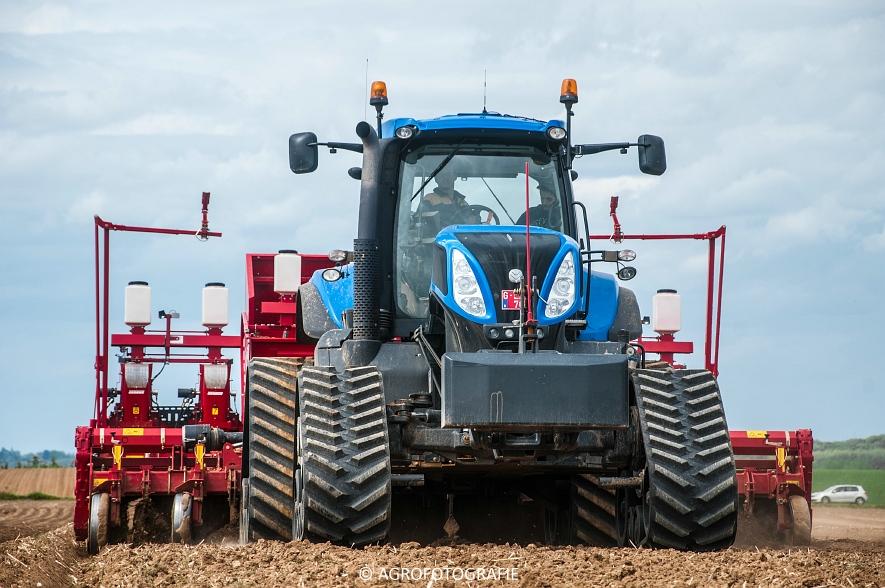 New Holland T8.390 + Grimme GF800 en GL860 & New Holland T8050 + Amazone Centaur 6001 (Koolen, 09-05-2015) (45)
