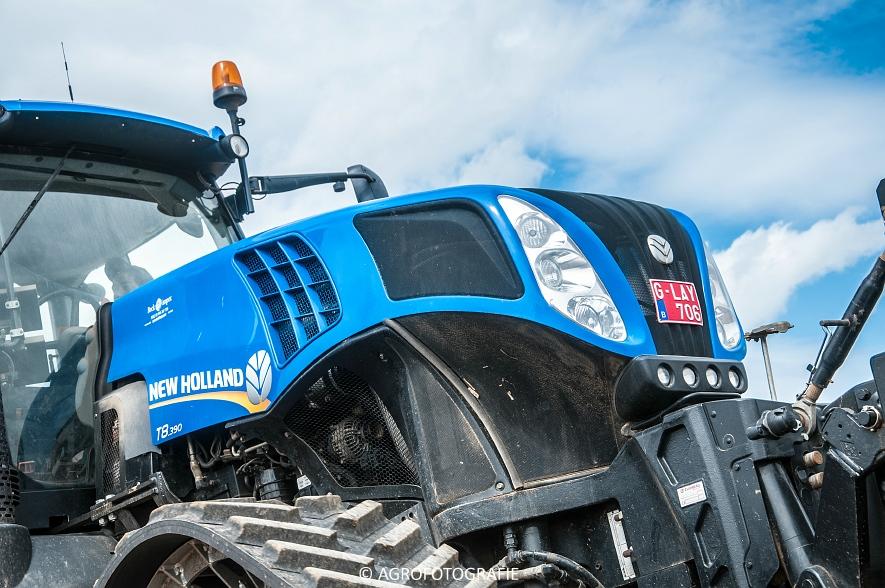 New Holland T8.390 + Grimme GF800 en GL860 & New Holland T8050 + Amazone Centaur 6001 (Koolen, 09-05-2015) (49)