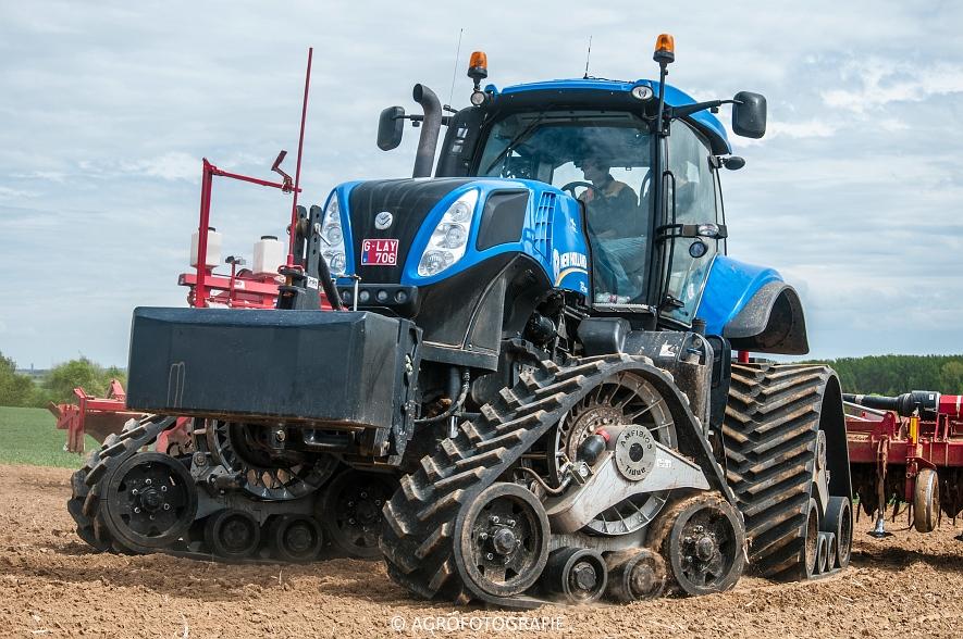 New Holland T8.390 + Grimme GF800 en GL860 & New Holland T8050 + Amazone Centaur 6001 (Koolen, 09-05-2015) (65)