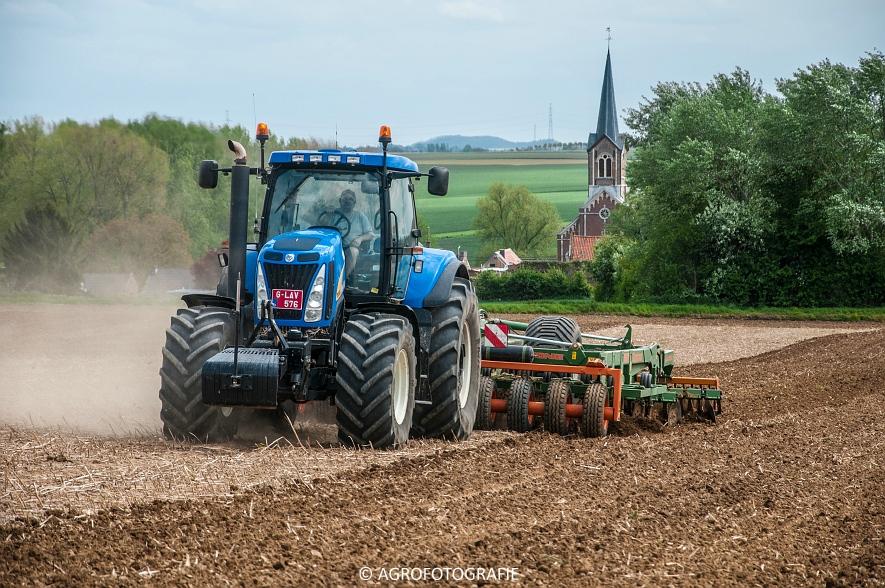 New Holland T8.390 + Grimme GF800 en GL860 & New Holland T8050 + Amazone Centaur 6001 (Koolen, 09-05-2015) (75)