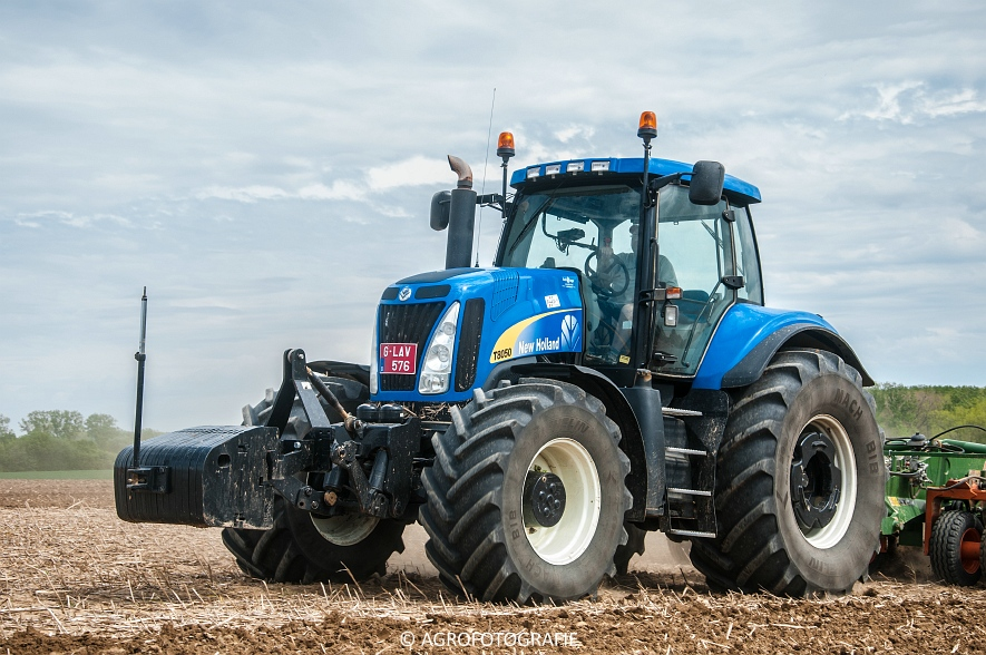 New Holland T8.390 + Grimme GF800 en GL860 & New Holland T8050 + Amazone Centaur 6001 (Koolen, 09-05-2015) (79)