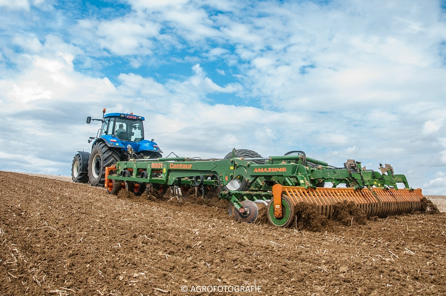 New Holland T8.390 + Grimme GF800 en GL860 & New Holland T8050 + Amazone Centaur 6001 (Koolen, 09-05-2015) (85)