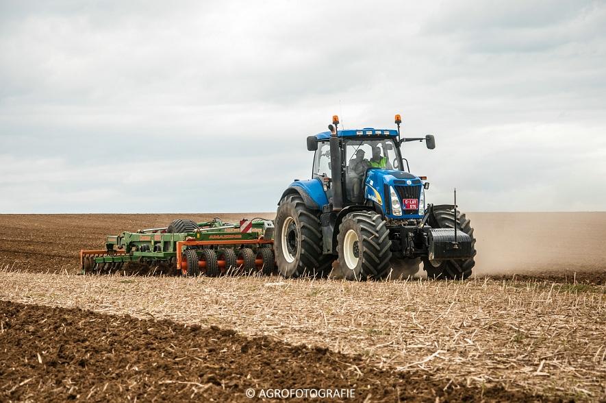 New Holland T8.390 + Grimme GF800 en GL860 & New Holland T8050 + Amazone Centaur 6001 (Koolen, 09-05-2015) (89)