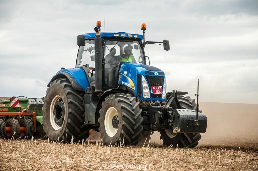 New Holland T8.390 + Grimme GF800 en GL860 & New Holland T8050 + Amazone Centaur 6001 (Koolen, 09-05-2015) (90)