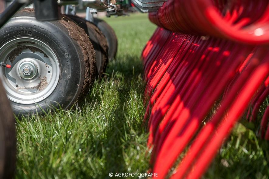 Steyr 6185 CVT + Güttler GreenMaster (Graslandverzorgingsdemo, 10-04-2015) (12)