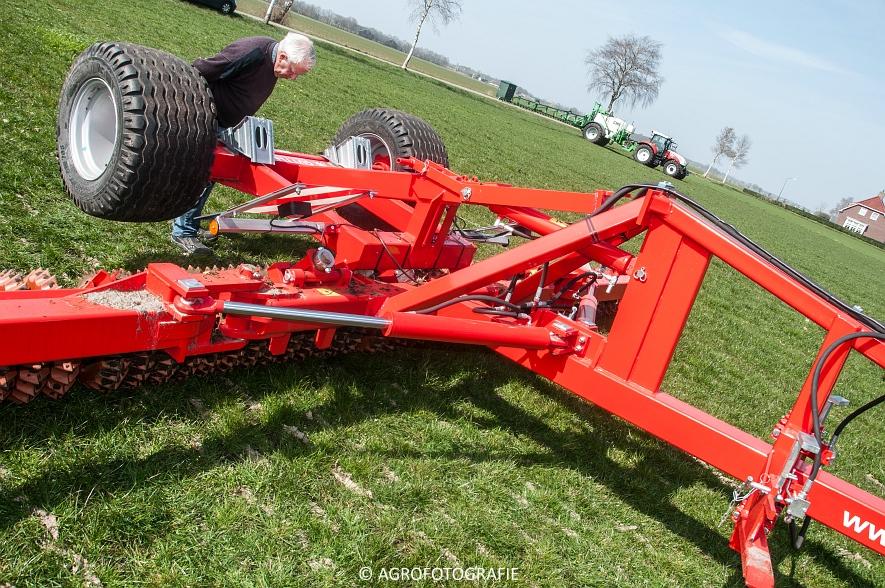 Steyr 6185 CVT + Güttler GreenMaster (Graslandverzorgingsdemo, 10-04-2015) (17)