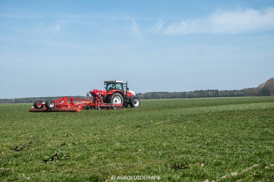 Steyr 6185 CVT + Güttler GreenMaster (Graslandverzorgingsdemo, 10-04-2015) (2)