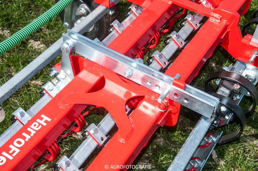 Steyr 6185 CVT + Güttler GreenMaster (Graslandverzorgingsdemo, 10-04-2015) (31)