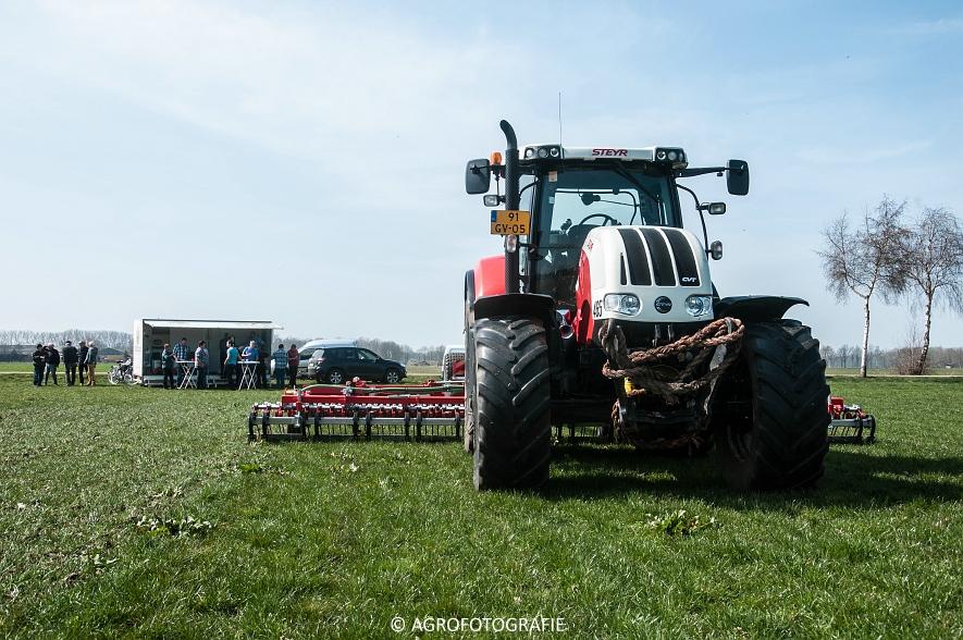 Steyr 6185 CVT + Güttler GreenMaster (Graslandverzorgingsdemo, 10-04-2015) (4)