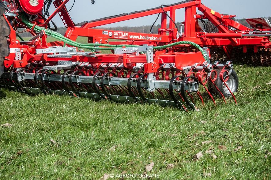 Steyr 6185 CVT + Güttler GreenMaster (Graslandverzorgingsdemo, 10-04-2015) (42)
