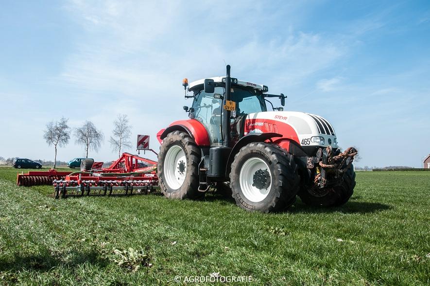 Steyr 6185 CVT + Güttler GreenMaster (Graslandverzorgingsdemo, 10-04-2015) (48)