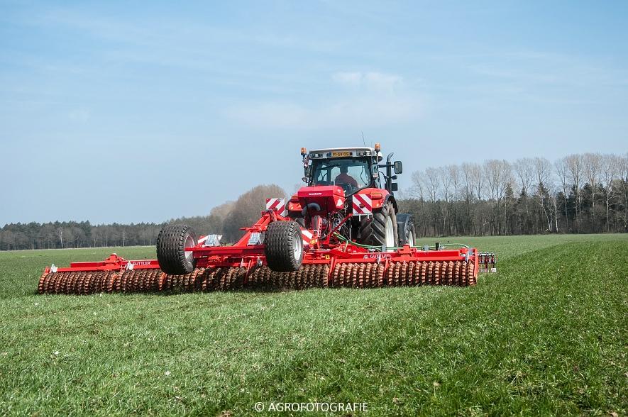 Steyr 6185 CVT + Güttler GreenMaster (Graslandverzorgingsdemo, 10-04-2015) (53)
