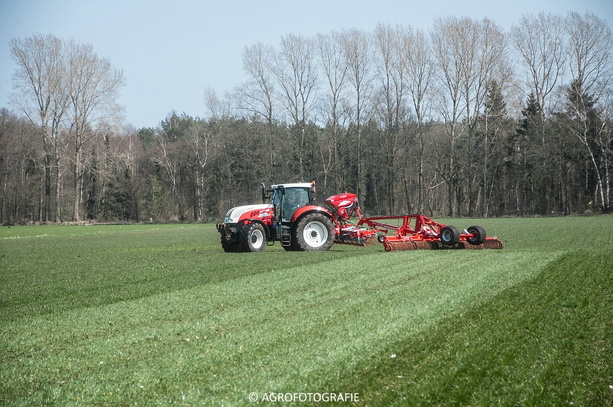 Steyr 6185 CVT + Güttler GreenMaster (Graslandverzorgingsdemo, 10-04-2015) (65)
