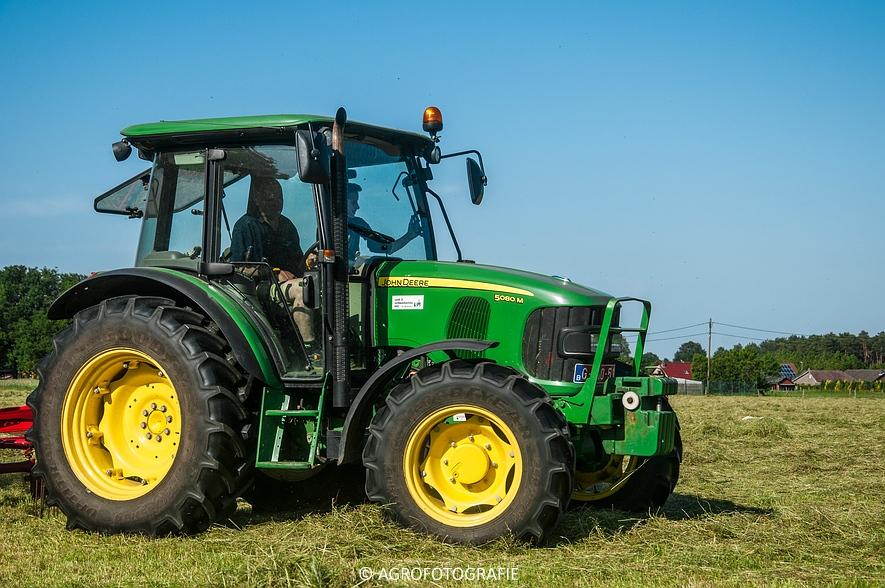 John Deere 7530 + Krone Comprima V150 XC & John Deere 5080M (Harken, perswikkel, 04-06-2015) (1)