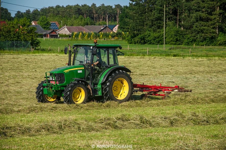 John Deere 7530 + Krone Comprima V150 XC & John Deere 5080M (Harken, perswikkel, 04-06-2015) (34)