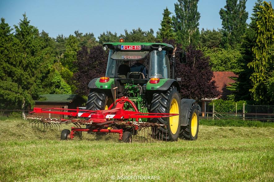 John Deere 7530 + Krone Comprima V150 XC & John Deere 5080M (Harken, perswikkel, 04-06-2015) (5)