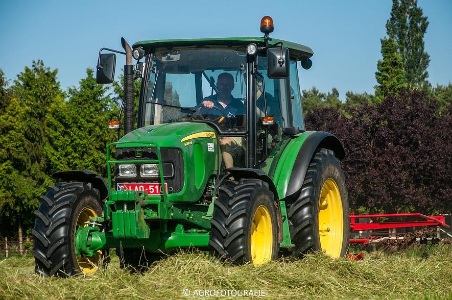 John Deere 7530 + Krone Comprima V150 XC & John Deere 5080M (Harken, perswikkel, 04-06-2015) (7)