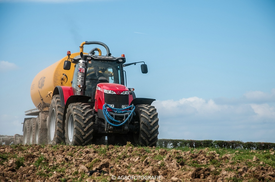 Massey Ferguson 8660 Dyna-VT + Dezwaef (Bouwland, Wauters Energy, 17-04-2015) (45)