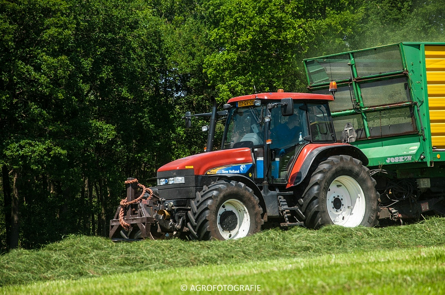 New Holland FX 50 + New Holland TM 155 (Gras, Vermeulen, 11-06-2015) (13)