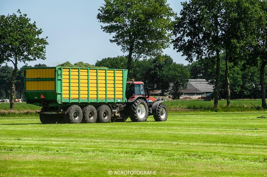 New Holland FX 50 + New Holland TM 155 (Gras, Vermeulen, 11-06-2015) (25)