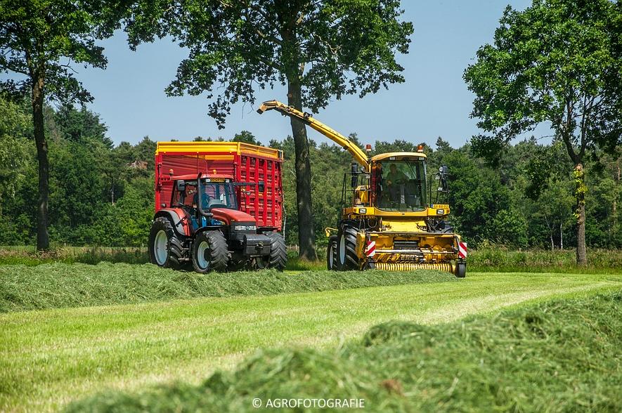 New Holland FX 50 + New Holland TM 155 (Gras, Vermeulen, 11-06-2015) (28)