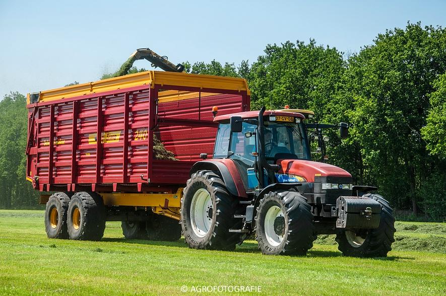 New Holland FX 50 + New Holland TM 155 (Gras, Vermeulen, 11-06-2015) (38)