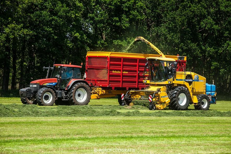 New Holland FX 50 + New Holland TM 155 (Gras, Vermeulen, 11-06-2015) (46)